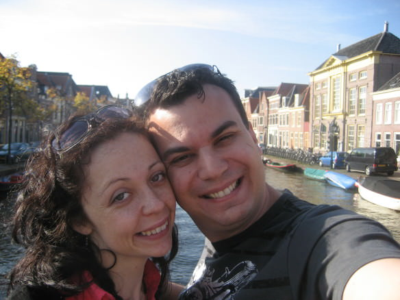 Alex & Bell selfie in front of a canal in Amsterdam