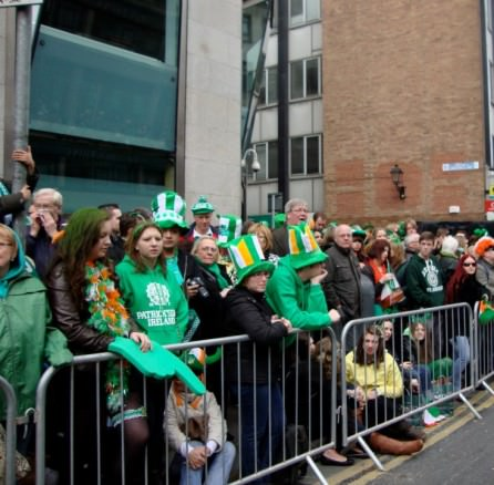 The crowd waiting for the parade along Dame St What to expect from St Patrick's Day in Dublin