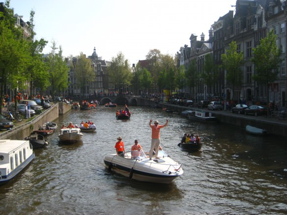 Amsterdam's Singel canal on Queens Day