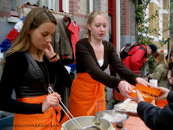 Watergraafsmeer - children serving food