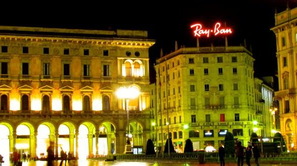 Milan Cathedral Piazza, Ray Ban