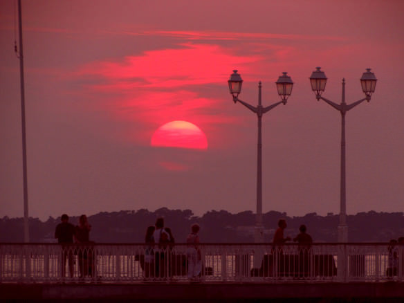 Archachon Red sky sunset over pier