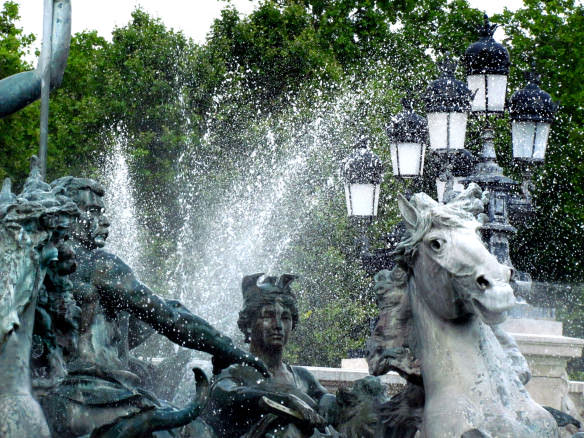 a grand water fountain in Bordeaux, France