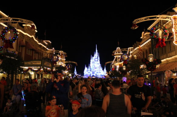 Mainstream USA, Tips for Visiting Disney World Over the Holidays, Orlando