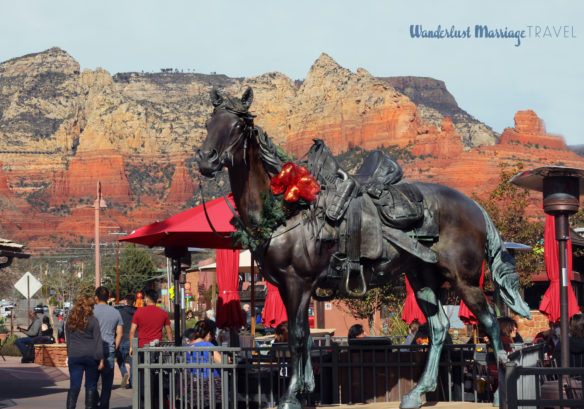 Statue of a horse with red rocks of Sedona