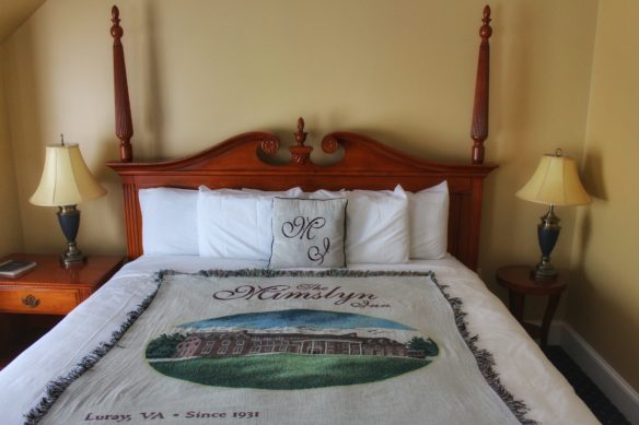 Bed at Mimslyn Inn