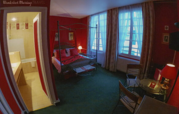 Four poster bed and hotel room