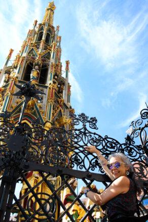 Bell turns the Schöner Brunnen ring in the main square of Nuremberg, Germany (Hauptmarkt) for good luck
